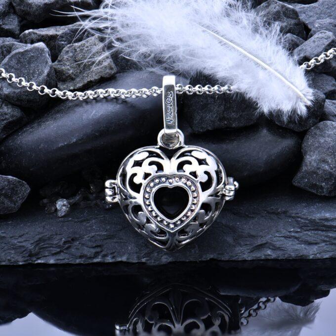 visulka-sarce-ot-srebro-damski-srebaren-medalion-vikach-na-angeli-5an-nikolas