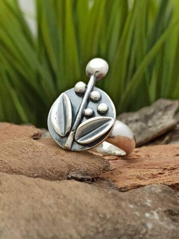 Дамски сребърен пръстен с цветя. Ръчно изработен пръстен от сребро - Студио Николас