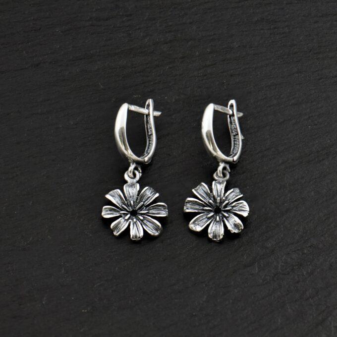 Дамски-сребърни-обеци-с-цветя-модел-1163E-от-Студио-Николас-Ръчно-изработени-част-от-сребърен-комплект-от-обеци-гривна-и-медальон